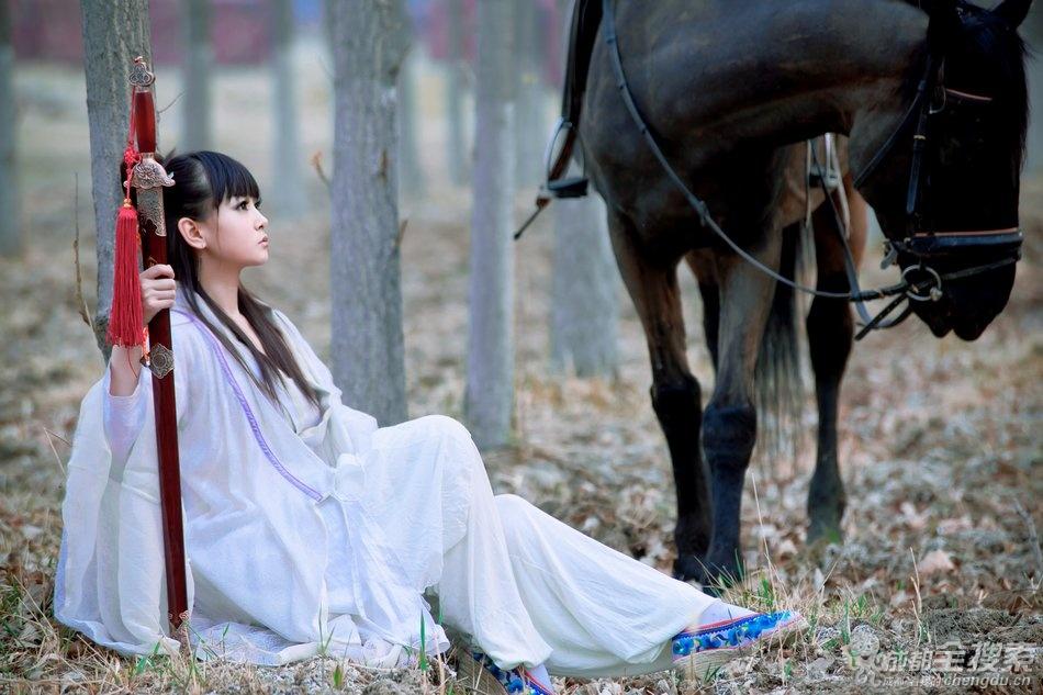 美女古装写真《依剑走天涯》