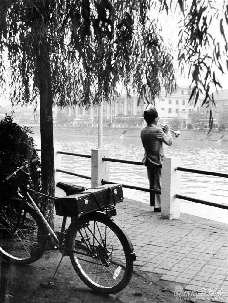 """""""晨练""""(李豫龙 摄于 1992年3月锦江河畔).jpg"""