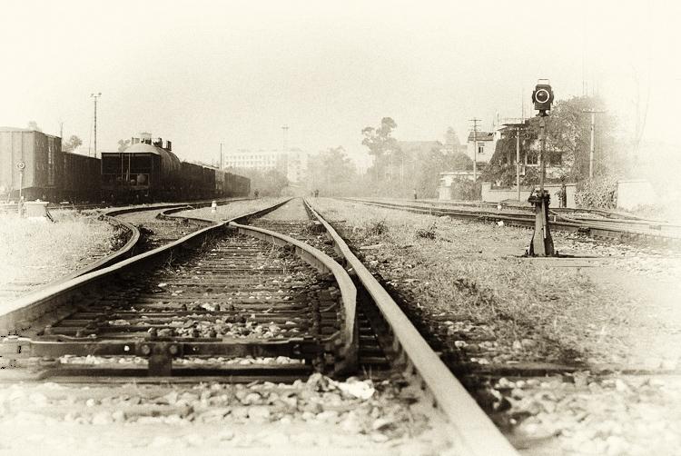 火车为什么走铁轨,唯美火车铁轨图片,火车铁轨怎么 .